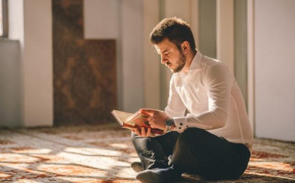 Stylish Saat Ramadhan, Ini 5 Rekomendasi Baju Atasan Pria yang Wajib Kamu Punya!