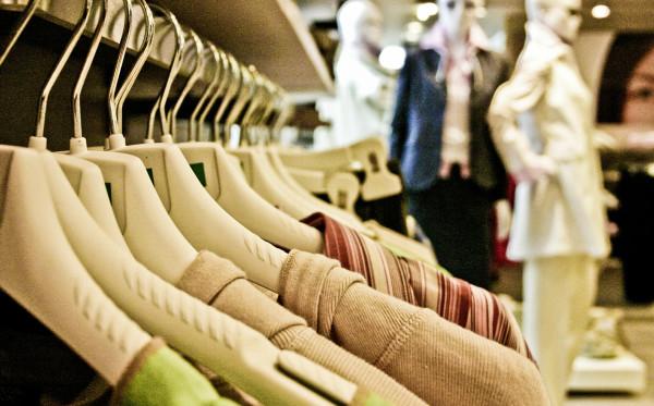 Tips Merawat Baju Agar Warna Tidak Pudar
