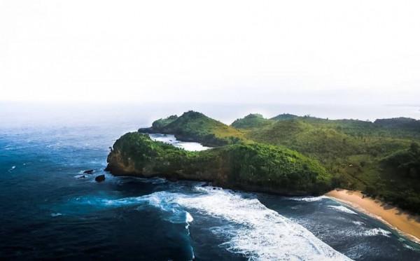 Tak Hanya Gunung yang Indah, Malang Juga Memiliki Banyak Pantai yang Mempesona