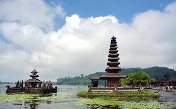 Fakta Unik Mengenai Keindahan Danau Bedugul, Bali