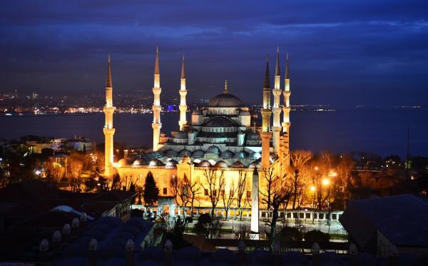 Berkunjung ke Masjid Terbesar di Eropa