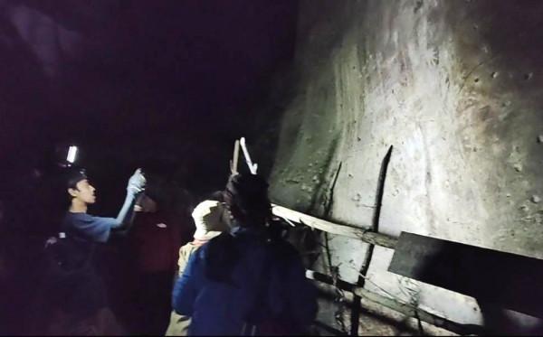 Ziarah Masa Lalu Gua Telapak Tangan di Gunung Mengkuris Karst Sangkulirang-Mangkalihat