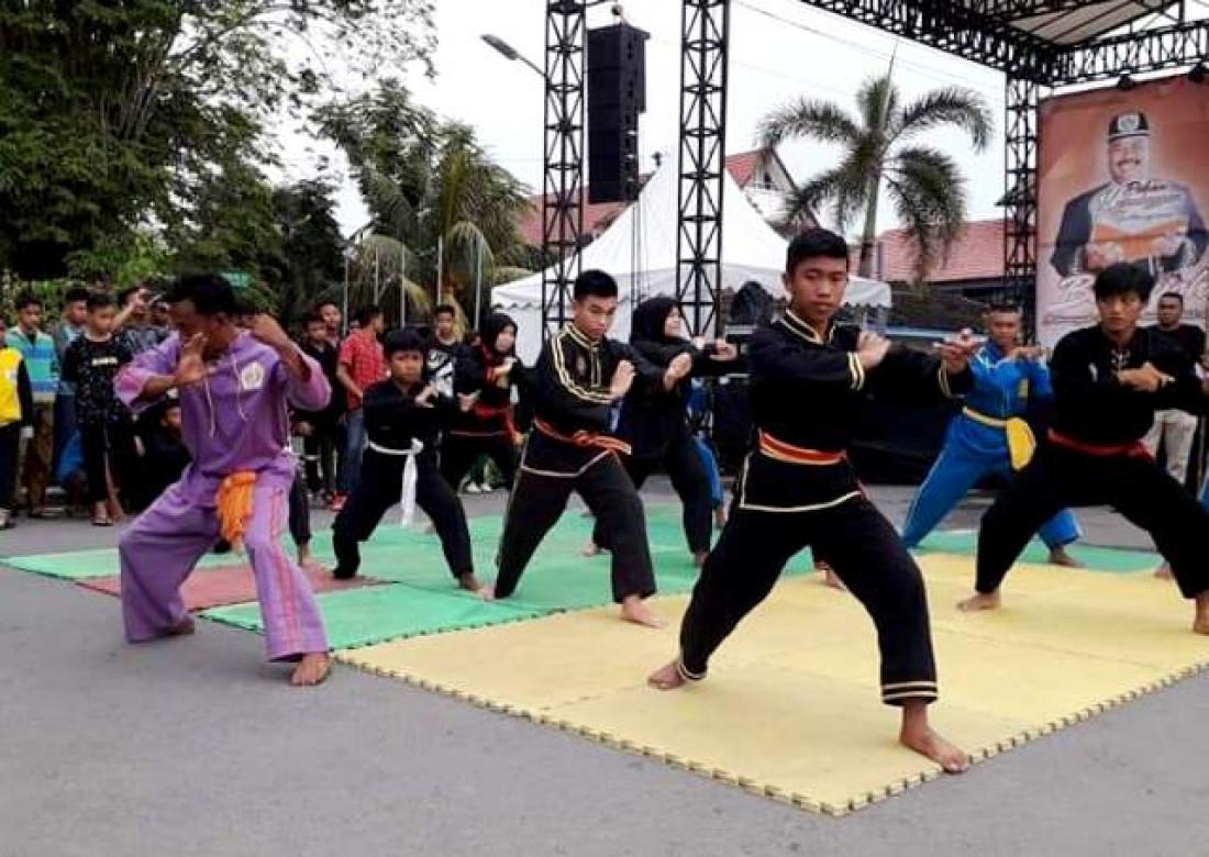 Penampilan kesenian bela diri Kuntau oleh pesilat di Tenggarong, Kukar. (Foto: Awang M. Rifani)