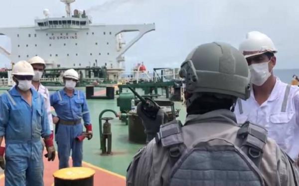 Bakamla Amankan Dua Kapal Asing, Diduga Transfer BBM Ilegal