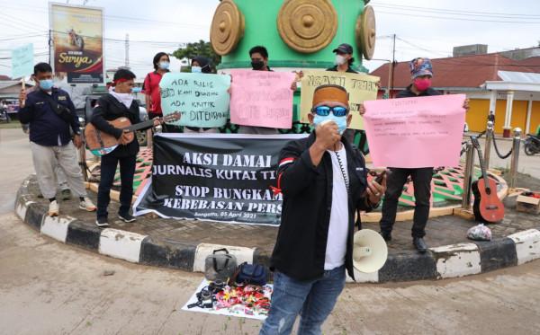 Pers Kutim Aksi Solidaritas Mengecam Kekerasan Jurnalis Tempo dan Tindakan Represif di Tengah Tugas Kewartawanan