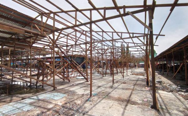 Kekurangan Material, Pembangunan Lapak Sementara Pasar Citra Mas Terhenti