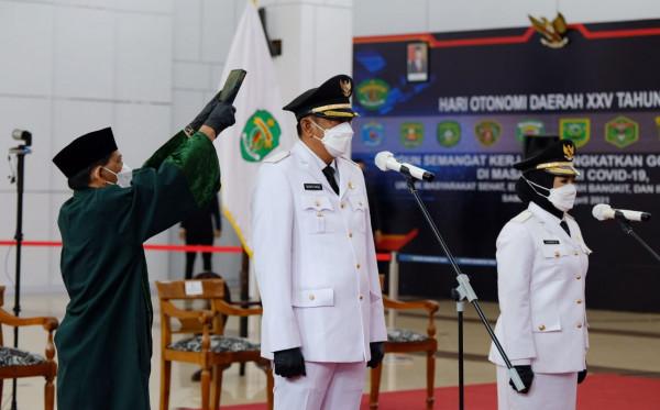 Basri Rase-Najirah Resmi Dilantik sebagai Wali Kota dan Wakil Wali Kota Bontang