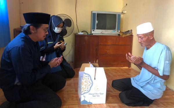 DPD AMPI Kota Bontang Bagikan Paket Sembako Untuk Kaum Duafa