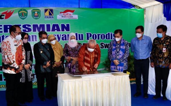 Gubernur Kaltim Serahkan Bantuan Nelayan dan Resmikan PLTS Sandaran