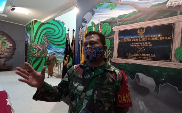 Program  Satu Juta Vaksin TNI-Polri Diserbu Masyarakat, Lokasi Vaksinasi Padat Sejak Dini Hari