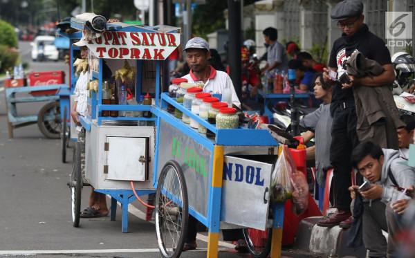 Bantuan Presiden, Satu Juta Pedagang Kaki Lima Dapat Bantuan Rp 1,2 Juta