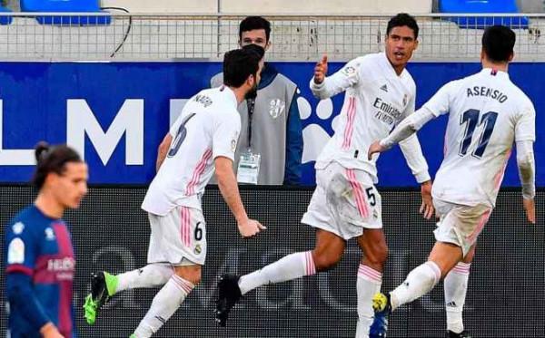 MU Siap Penuhi Permintaan Madrid untuk Varane