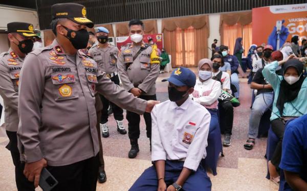 Wakapolda Kaltim Tinjau Vaksinasi TNI-Polri di Bontang